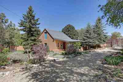 Single Family Home Active/Under Contract: 48 Maestas Road
