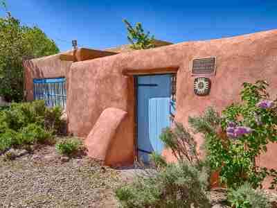 Taos Single Family Home For Sale: 108 La Loma Plaza