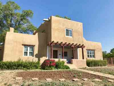 Taos Single Family Home For Sale: 303 Pond Court