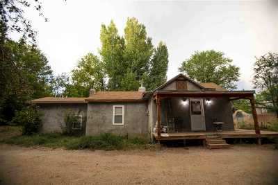 Taos Single Family Home For Sale: 208 Montoya St