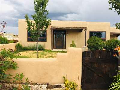 Taos Single Family Home For Sale: 233 Las Olas Drive