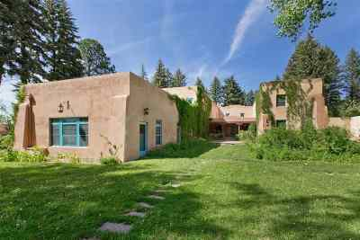 Taos Single Family Home Active-Extended: El Rancho De La Mariposa