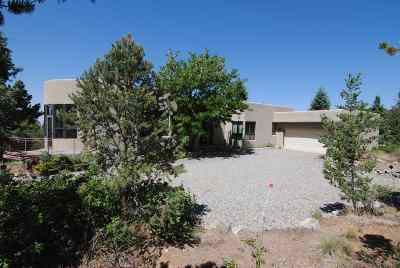 Taos County Single Family Home For Sale: 50 Walking Rain Rd.