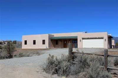 Taos County Single Family Home For Sale: 17 Calle Emelina