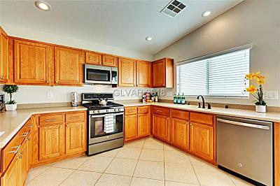 Las Vegas Single Family Home For Sale: 5785 Sierra Medina Avenue