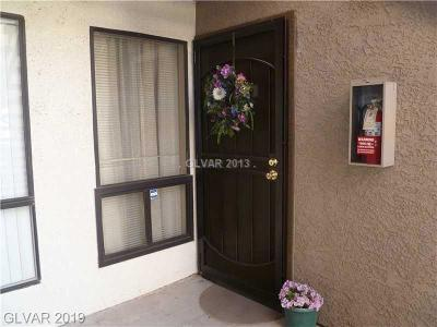 Las Vegas Condo/Townhouse For Sale: 3151 Soaring Gulls Drive #1040