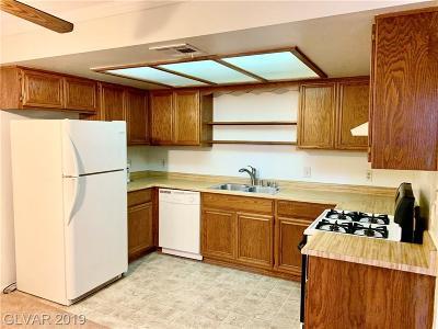 Condo/Townhouse For Sale: 5576 Rochelle Avenue #38D