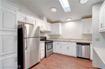 Las Vegas Single Family Home For Sale: 5620 Hobble Creek Drive