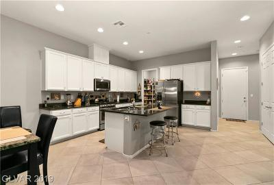 Single Family Home For Sale: 722 Purple Knoll Walk