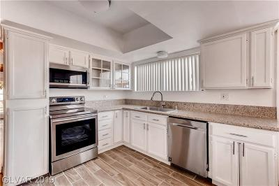 Las Vegas Single Family Home For Sale: 4834 Meredith Avenue