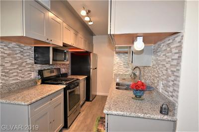 Condo/Townhouse For Sale: 3534 Villa Knolls North Drive
