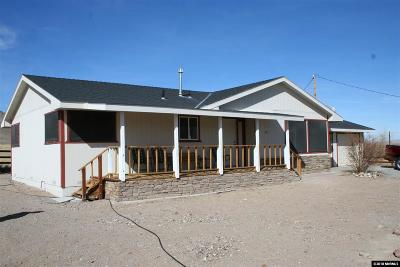 Yerington Single Family Home For Sale: 51 Locust Drive