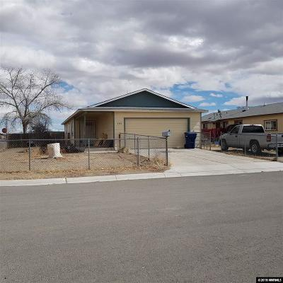 Fernley Single Family Home For Sale: 185 Comstock