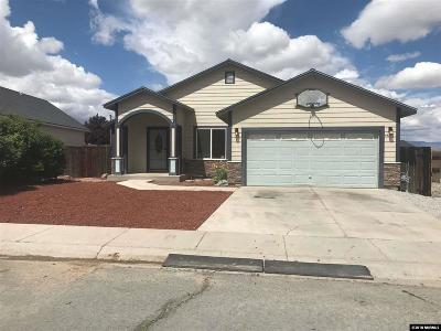 Fernley Single Family Home For Sale: 441 Dog Leg Dr