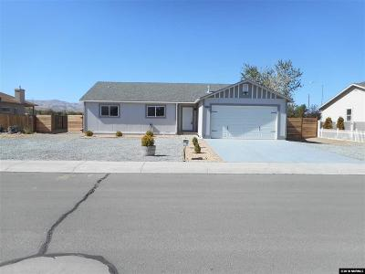 Fernley Single Family Home For Sale: 105 Mountain View