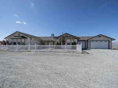 Sparks Single Family Home Active/Pending-House: 745 Linterna Lane