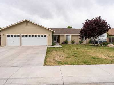 Fernley Single Family Home For Sale: 605 Blue Jay