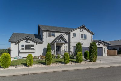 Fernley Single Family Home For Sale: 613 Wedge Lane