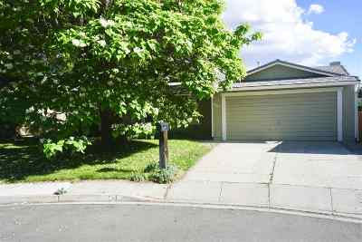 Sparks Single Family Home Active/Pending-Loan: 951 Madrone Circle