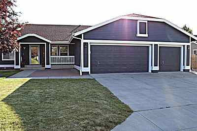 Single Family Home Active/Pending-House: 1285 Wisteria Drive