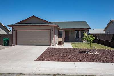 Fernley Single Family Home For Sale: 128 Campfire Circle