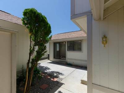 Washoe County Condo/Townhouse For Sale: 1220 Freddie Ct