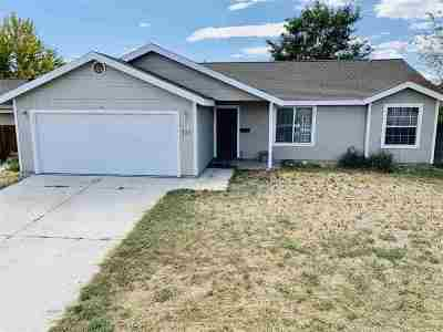 Fernley Single Family Home For Sale: 727 Shadow Lane