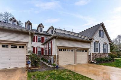 Townhouse Pending: 832 Thicket Court