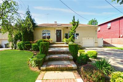 Single Family Home For Sale: 18 Barlow Drive North