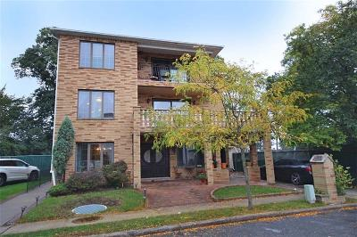 Staten Island Multi Family Home For Sale: 132 Mayberry Promenade Circle