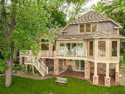 Single Family Home Sold: 7113 Lake Avenue