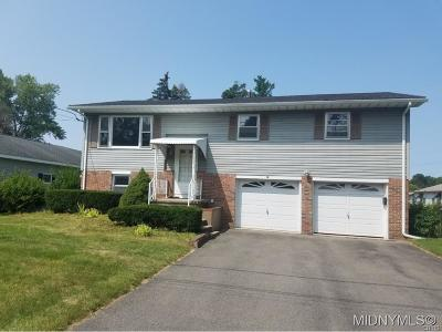 New Hartford Single Family Home C-Continue Show: 30 Royal Brook Lane