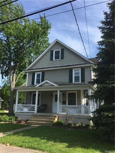 Single Family Home A-Active: 338 East Oak Orchard Street