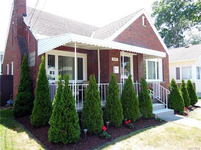 Niagara Falls Single Family Home A-Active: 925 College Avenue