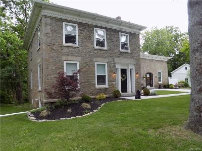 Lewiston NY Single Family Home P-Pending Sale: $369,900