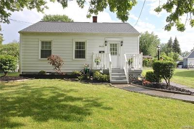 Niagara Falls Single Family Home P-Pending Sale: 8629 Griffon Avenue
