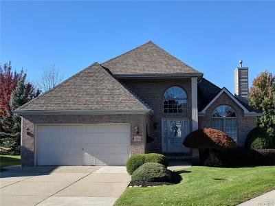 Erie County Condo/Townhouse A-Active: 30 Ainsley Court