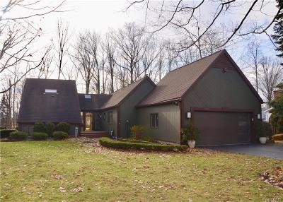 Niagara County Single Family Home U-Under Contract: 7180 Woodhaven Drive