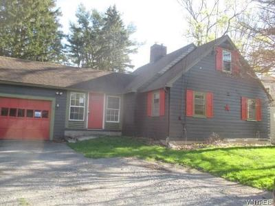 Orchard Park Single Family Home P-Pending Sale: 2 Westview Place