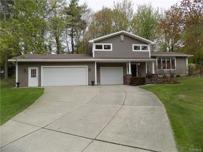 Orchard Park Single Family Home P-Pending Sale: 7443 Crestwood Circle