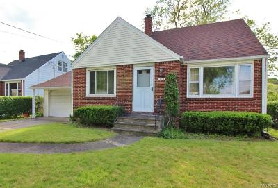 Cheektowaga Single Family Home For Sale: 110 Wilshire Road