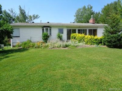 Aurora Single Family Home For Sale: 404 Quaker Road