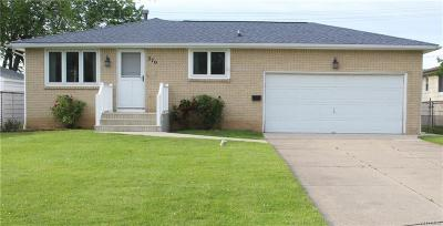 Amherst Single Family Home For Sale: 270 Woodcrest Drive