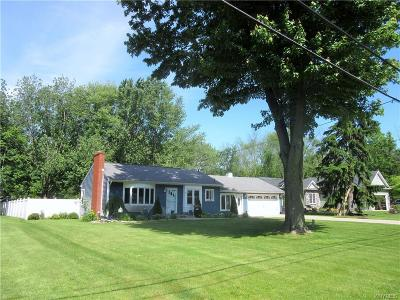 Wheatfield Single Family Home Pending: 7278 Knoll Drive