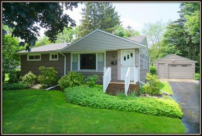 Lockport-City Single Family Home For Sale: 18 Jefferson Drive