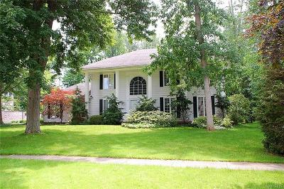 Amherst Single Family Home Pending: 56 Crestwood Lane