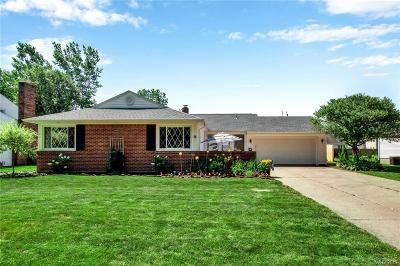 Erie County Single Family Home For Sale: 46 Bridle Path