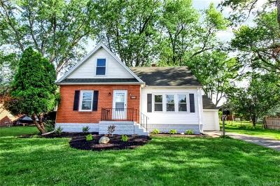 West Seneca Single Family Home For Sale: 472 East And West Rd