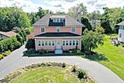 Hamburg Single Family Home For Sale: 5099 Lake Shore Road