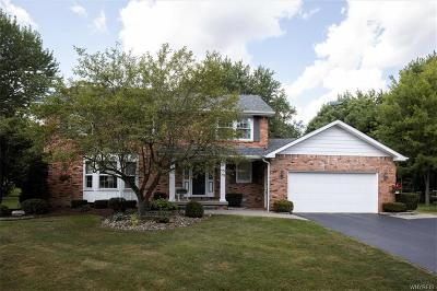 Erie County Single Family Home For Sale: 35 Oakmont Court